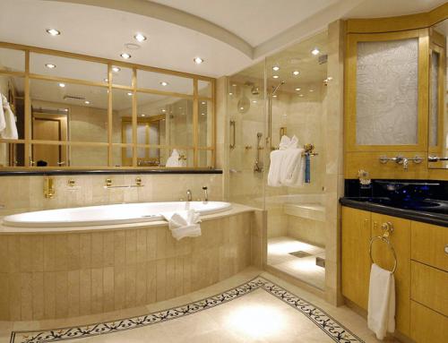 Ein Badezimmer aus Naturstein
